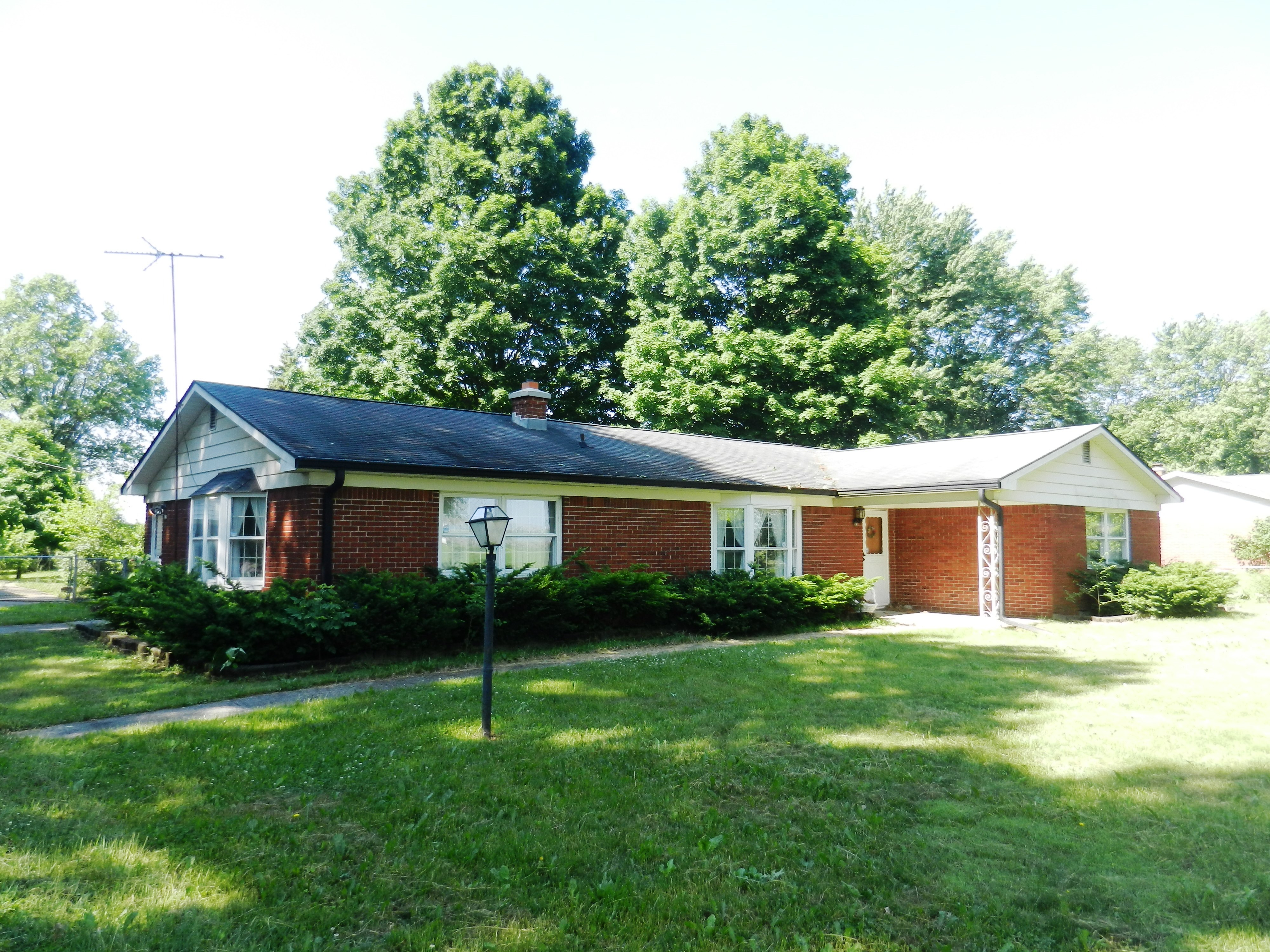 3 BEDROOM BRICK RANCH ON 1.48 ACRES!