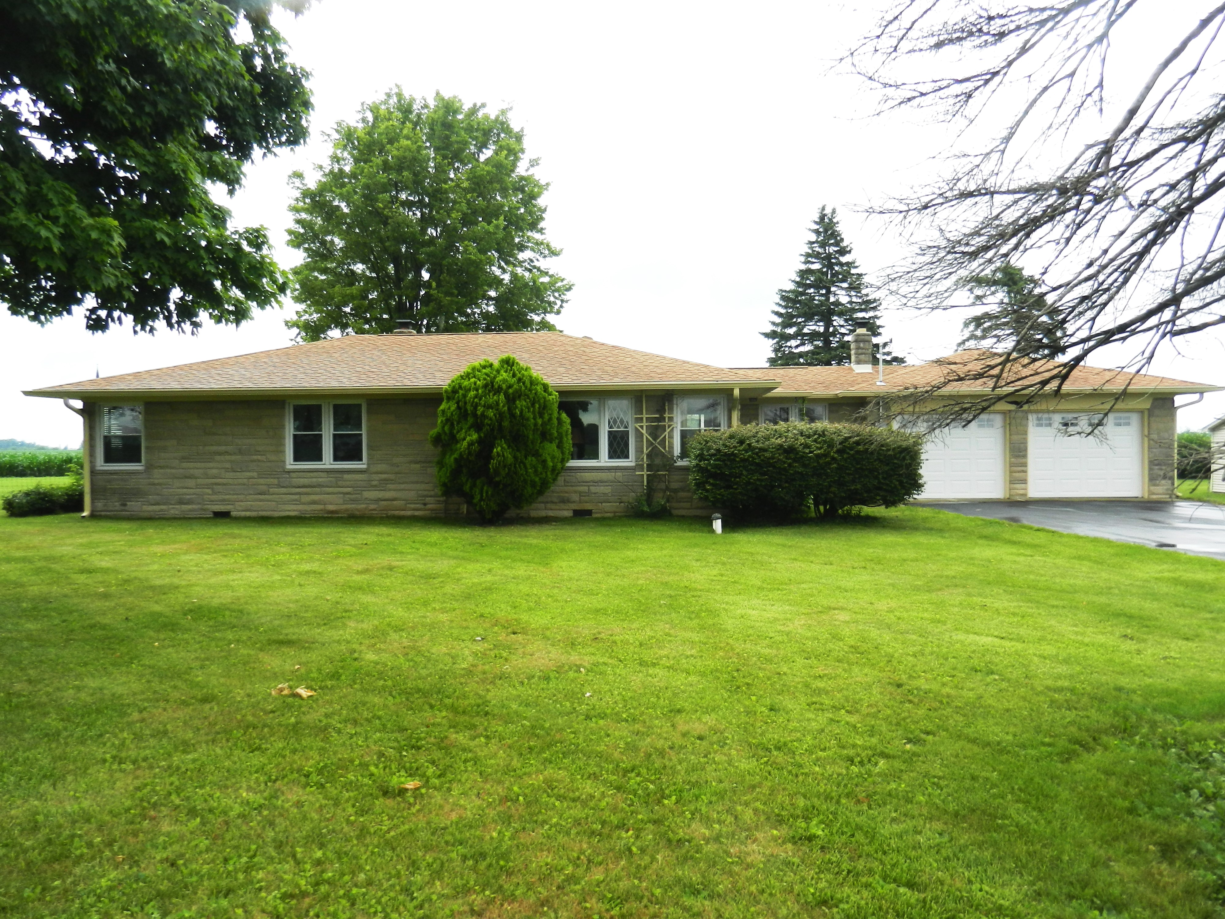 ABSOLUTE AUCTION – 3 BEDROOM HOME ON 1.81 ACRES!