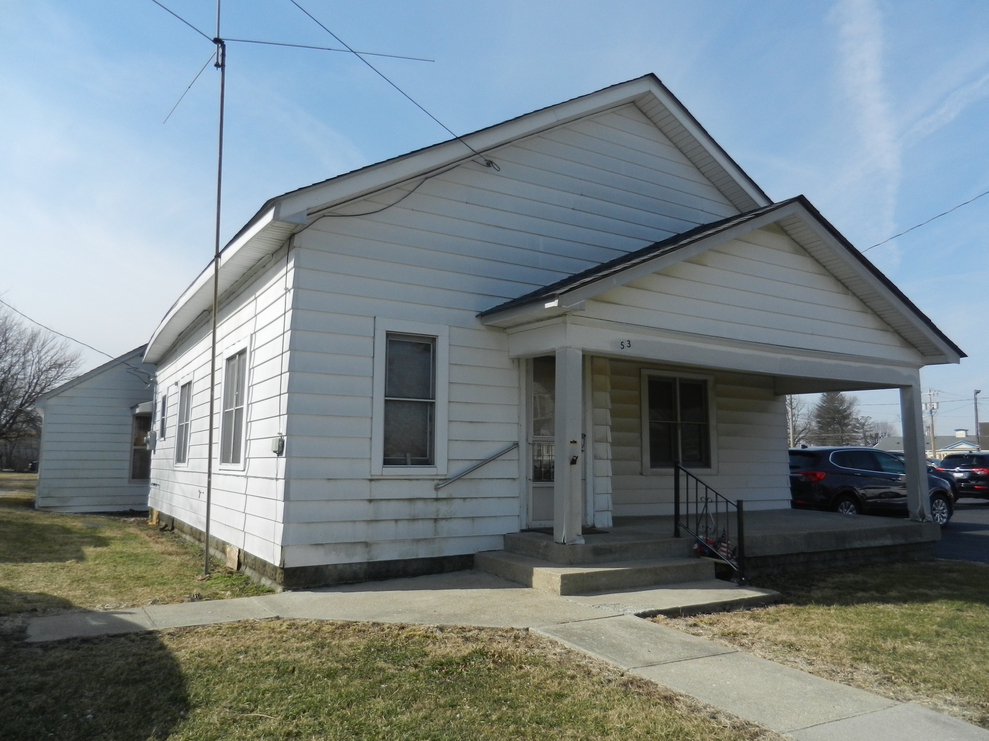 2 BEDROOM HOME – GREAT INVESTMENT!