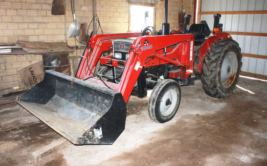 MASSEY FERGUSON TRACTOR W/LOADER – FARM IMPLEMENTS – TOOLS – COLLECTIBLES