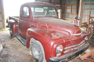 1950 INTERNATIONAL PICK-UP - FORD TRACTOR - DIXIE CHOPPER - TOOLS @ Greencastle | Indiana | United States